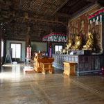 L'intérieur d'un temple. Rien à voir avec ceux de la Thaïlande