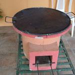 Dans la fabrique de fours de cuisson (plaque pour les tortillas ou grillades)