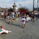 Danses sur une place à Mexico