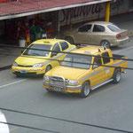 Les taxis s'adaptent aux besoins de la population avec une partie pick up pour les transports de marchandise