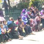 Village Zinacantan - les femmes sont en retrait du meeting politique