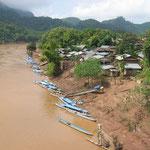 Les villages sont entourés de forêts vierges et les seules communications se font par voie d'eau