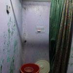 le coin douche avec la reserve d eau