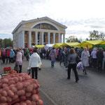 Petrozavodsk - un marché où on fait provision de pomme de terre pour l'hiver