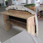die Bar besteht aus verschiedenen Holzarten die ebenfalls gebrusht wurden!
