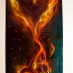 Flammendes Herz auf Metallplatte. Hintergrund mit Chamäleon-Effektfarbe, Herz mit Candy. Dezember 2016