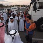 V.A.E. - beim Traveller Festival, der Scheich schüttelt Hände der Traveller