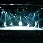 橘宣行の鉄彫刻:アプリコット『5人芝居・Believe』のための舞台美術(2000年)