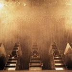 橘宣行の鉄彫刻:惑星ピスタチオ『Beliebe』のための舞台美術(1997年)
