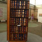 Erich Briz, Holzskulpturen-Installation