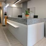 Empfangsbereich Chirurgische Orthopädische Praxis (Jena), Architekt: GiSi ARCHITECTS, Foto: Gränz Innenausbau