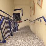 """freitragende Innentreppe: Granit  """"Sardinisch Hell"""", matt geschliffen"""