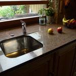 """Küchenarbeitsplatte """"Paradiso""""  poliert, Spülbecken von unten geklebt,  Abtropffläche vertieft eingefräst und poliert"""