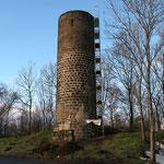 Der Lethturm mit Gerüst für den Einbau der Zugangsebene im Dezember 2010