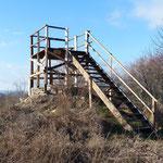 2018 Hölzerner Aussichtspunkt auf dem Ruinenhügel