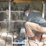 Erneuerung der Fugen der oberen Mauerwerksschichten