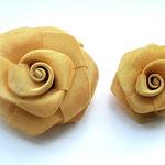 Лот №21.Объемные броши-цветы Кеннет Джей Лейн,сделаны из тонкой металлической сетки.Легкие по весу.Размер большой-7.4 см,маленькой-5.3 см. Цены- 1200 и 900 грн