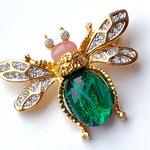 Лот №31.Брошь-пчелка Кеннет Джей Лейн.Позолота 24К,кристаллы Сваровски,кабошоны из стекла.Размер-4.5х3.5 см.Цена-2500 грн