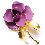 Лот №П618.Винтажная брошь Cerrito,маркирована знаком авторского права.В прекрасном состоянии,размер-5.5 см,объёмная 3Д форма.Ювелирный сплав под золото,фиолетовая эмаль.ПРОДАНА