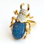 Лот №491.Кольцо Кеннет Джей Лейн(подробнее о дизайнере в разделе *Известные марки*).Позолота 24К,кабошон цвета под австралийский опал,размер регулируется(от 16 до 18.5).Размер жука-4.5 см.Цена-3500 грн