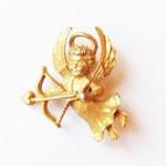 Лот №196. Винтажный брошечка-ангел с любовным арбалетом.Размер-3 см.Цена-150 грн.
