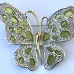 Лот №34.Брошь-бабочка Нолан Миллер(подробнее о дизайнере в разделе *Известные марки*).Сочетание позолоты и родированного покрытия,кристаллы Сваровски,художественное стекло.Цена-4000 грн