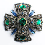 Лот №П605.Винтажная брошь-мальтийский крест от компании Seline.Очень хорошая сохранность,маркировка.Ювелирный сплав под серебро с чернением,авсрийские кристаллы,объемная выпуклая форма.Размер-5.5 см.ПРОДАНА