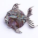 Лот №П465.Серебряная рыбка,маркирована Sterling,идеальная сохранность,вставка из натурального перламутра.Размер-4х3.5 см.ПРОДАНА