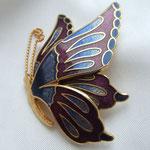 Лот № П56. Необычайной красоты эмалевая брошь-бабочка. Эффект объёма( 3 D эффект).Идеальная сохранность,нет даже малейшего следа износа.Маркирована знаком авторского права.ПРОДАНА
