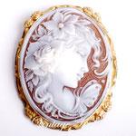 Лот №П747.Итальянская брошь-кулон камея,выполненная на натуральной раковине.Оправа-серебро 925 пробы,покрытое золотом.Украшение новое.Размер-6х4.5 см.,брошь легкая.ПРОДАНА