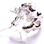 Лот №П782.Новое кольцо Kenneth Jay Lane из люксовой коллекции дизайнера.Покрытие родием,прозрачный кристалл из люцита.Размер цнтрального элемента -4х2 см.Размер кольца фиксируется.Дополнительные фото на пальце по запросу.Цена-1600 грн