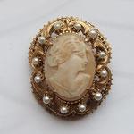 Лот №  П46. Брошь-камея от Florenza.В хорошем состоянии(на жемчужинах  немного утрачена эмаль).Брошь также может использоваться как кулон. Размер - 4.5 x 3.5 см.ПРОДАНА