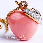 Лот №П532.Райское яблочко от Кеннета Джей Лейна(смотрите *Известные марки*).Новое.Длина цепочки вдвое-42 см,размер кулона-3.5 см.ПРОДАНО