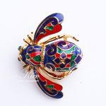 Лот №П560.Разноцветная пчела Джоан Риверс(смотрите *Известные марки*),новая,маркирована.Из самой популярной коллекции пчел от Джоан Риверс.Брошь объёмная,яркая,небольшая (3х4 см).ПРОДАНА