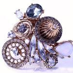 Лот №523.Огромное кольцо модного и дорогого американского дизайнера.Размер пальца регулируется.Цена-4000 грн