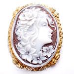 Лот №П746.Итальянская брошь-кулон камея,выполненная на натуральной раковине.Оправа-серебро 925 пробы,покрытое золотом.Украшение новое.Размер-6х4.5 см.,брошь легкая.ПРОДАНА