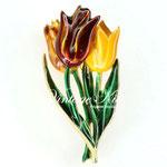 Лот №П727.  Букет тюльпанов от Бостонского Музея изящных искусств.Состояние,как новое,маркировка MFA.Ювелирный сплав под золото,эмаль.Размер-5.5х2.5 см.ПРОДАН