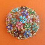 Лот №П202.Американская винтажная брошь 50х годов, предположительно немаркированная Swoboda. Ювелирный сплав под золото, разноцветные камни сложились в цветочную композицию. Диаметр-4.5см,идеальное состояние. ПРОДАНА