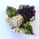 Лот №05.Брошь-ежевичная пчелка Джоан Риверс.Позолота,эмаль,кристаллы Сваровски,стекло.Цена-3400 грн