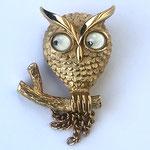 Лот №17.Винтажная брошь-сова от Эвон.Бижутерный сплав под золото,подвижные глазки,маркировка,прекрасная сохранность.Цена-1000 грн