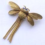 Лот №28.Винтажная брошь-пчелка Крамер(подробнее о дизайнере в разделе *Известные марки*).Бижутерный сплав под золото,кристаллы Сваровски.Размер-5 см.Цена-2500 грн