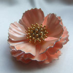 Лот № П103.Брошь-цветок полностью покрыт розово-персиковой эмалью.3D эффект(брошь объёмная).Немаркирована,в прекрасном состоянии,утраты эмали нет.Диаметр- 5.5 см.ПРОДАН