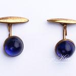 Лот №554.Винтажные небольшие запонки,небольшие следы износа на металле.Вставки из синего люцита,диаметр-1.1 см.Цена-300 грн.