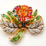 Лот №П719.Новая брошь Joan Rivers(подробнее о дизайнере в разделе *Известные марки*).Очень красивая и востребованная брошь,объемная 3Д форма,ювелирный сплав под золото,яркие цвета.Размер-5 см.ПРОДАНА