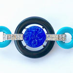 Лот №32.Брошь из коллекции Арт Деко от Кеннет Джей Лейн.Родированное покрытие,эмаль,кристаллы Сваровски,художественное стекло.Размер-7х3.5 см.Цена-3900 грн