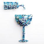 Лот №П351.Сет из двух винтажных брошей компании Weiss(подробнее *Известные марки*).Достаточно редкий экземпляр,броши носят вместе.Ювелирный сплав под серебро,голубые австрийские кристаллы разной огранки.Размер бокала-4.5х3см,бутылки-3.5х1.5см.ПРОДАН