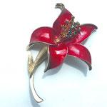 Лот №44.Винтажная цветочная брошь в прекрасной сохранности.Бижутерный сплав под золото,яркая эмаль,разноцветные кристаллы.Размер-7 см.Цена-1500 грн