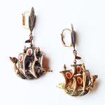 Лот №П432.Сережки-кораблики,выполненные в технике Дамаскин(см.раздел *Известные марки*).Размер-5.7 см.ПРОДАНЫ