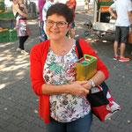 """""""glückliche"""" Kundin auf dem Erfurter Wochenmarkt"""