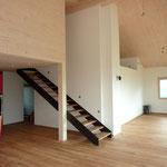 Innenausbau, Treppe zur Galerie, Boden Parkett.